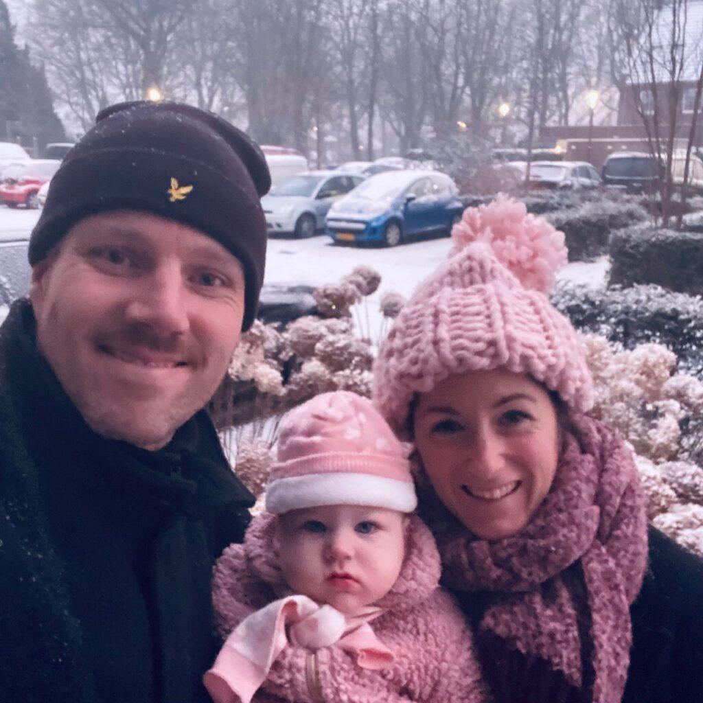 Eerste keer sneeuw voor Sara