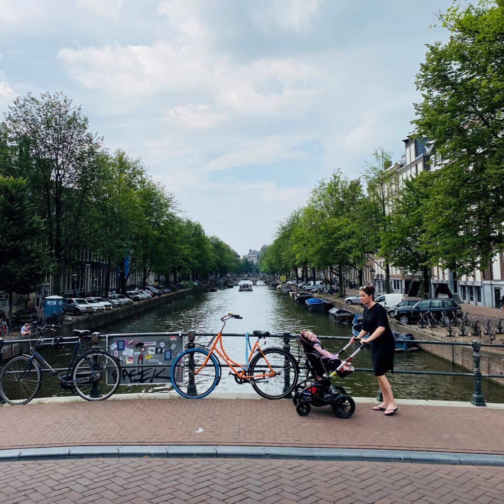 Sara ondanks beperking op vakantie in Amsterdam